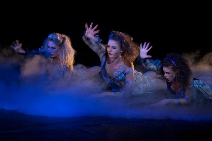 """Twisted Sisters - Barbara Toth, Cecilia Iliesiu and Elice McKinley in Lynne Taylor-Corbett's """"Dracula."""""""