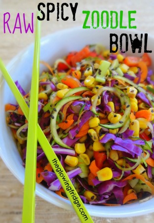 RAW SPICTY ZOODLE BOWL from {The Glowing Fridge}.