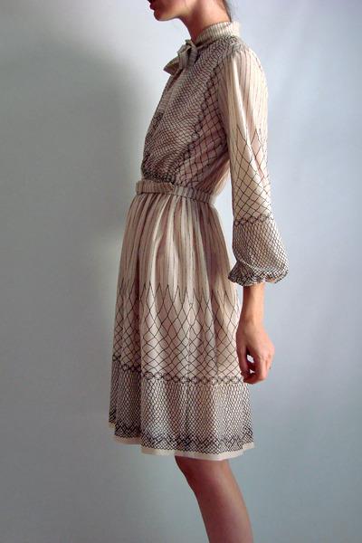 Beige 70s Vintage Dress